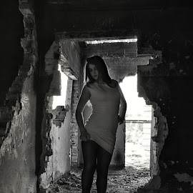 by Sergey Kuznetsov - Black & White Portraits & People ( beauty, model, girl, portrait, posing )