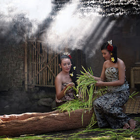 Sehabis Panen by Bli Gede Bagoes IGPWT - People Portraits of Women