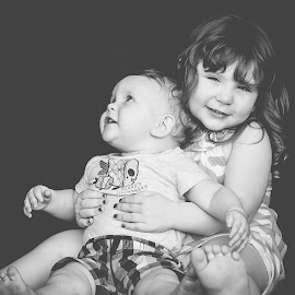 Big sister by Jenny Hammer - Babies & Children Children Candids ( sisters, black and white, kids, brother, siblings, cute )