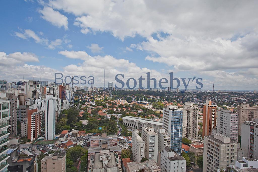Linda Cobertura Lindenberg  Reverência a paisagem da Praça Buenos Aires