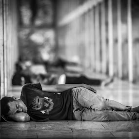 Sleeping in the Mosque by Reza Roedjito - People Street & Candids