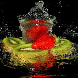 strawberry and kiwi by LADOCKi Elvira - Food & Drink Fruits & Vegetables ( fruits )