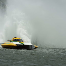 by Philip Poillon - Sports & Fitness Watersports
