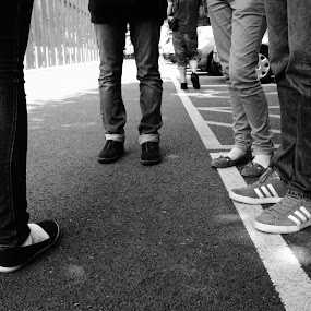 by Maya Farebrother - People Group/Corporate ( friends, meeting, white, conversation, feet, legs, black )