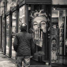 The kiss of Marilyn by Diego Ravalico - City,  Street & Park  Street Scenes ( shop, marilyn monroe, poster, balck and white, man )