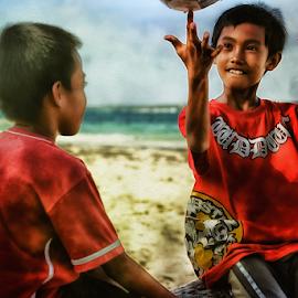Joe the Spinner by Ferdinand Ludo - Babies & Children Children Candids ( basketball spinning, summer fun, beach, bantayan island, two kids )