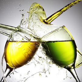 glasses, yellow and green by Peter Salmon - Artistic Objects Glass