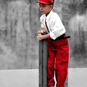 red&white in BW by Elvis Hendri - Babies & Children Children Candids ( playground, red, candids, white, bw, children )