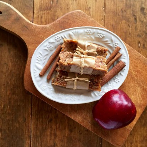 Apple Cinnamon Date Bars