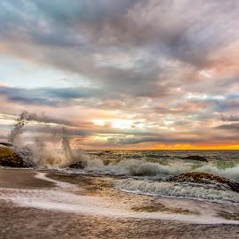 sunrise in Estaleiro Beach by Rqserra Henrique - Landscapes Beaches ( clouds, brazil, splash, rqserra, wave, sunrise, beach, landscape, rocks )