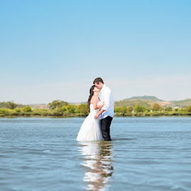 Trash the dress by Luis Silva - Wedding Other