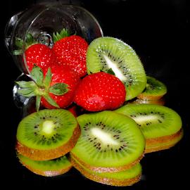 kiwi and strawberry by LADOCKi Elvira - Food & Drink Fruits & Vegetables ( kiwi )