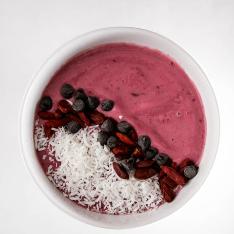 Raspberry Yogurt Dessert Smoothie Bowl