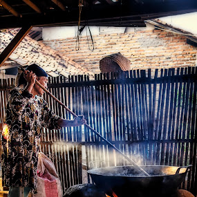 food makers dodol in indonesia by Syahbuddin Nurdiyana - People Street & Candids