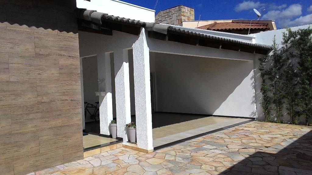 Casa residencial à venda, Itapema Sul, Uberlândia - CA0510.
