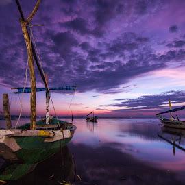 Sunrise at Kenjeran Beach by Randy Yusuf Pratama Putra - Transportation Boats ( sky, traditional boat, kenjeran, sea, sunrise, beach, boat, landscape, surabaya )