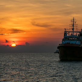 Offshore Vessel in Sunset by Redzal Amzah - Transportation Boats ( offshore, sunset, seascape, production, golden hour )
