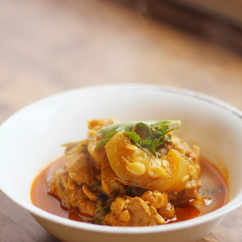 Chicken with Bottle Gourd Curry