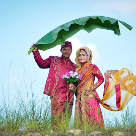 Memory Daun Pisang by Agus Mahmuda - Wedding Bride ( sky, grass, prewedding, indonesia, wedding, traditional, bride, portrait )
