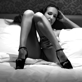 Erotic relaxation by ObjeKtiva Artphoto - Nudes & Boudoir Artistic Nude ( glamour, breast, erotic, sexy, sweet, nude, black and white, relax, bed, teasing, feminine, beauty, relaxation, sensual )