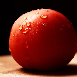 Droplets on Tomato by Rajkumar Nallathambi - Food & Drink Fruits & Vegetables ( canon, water, tomato, fruits and vegetables, droplets )
