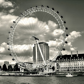 London eye by Joshua Malcolm  - Instagram & Mobile Android ( london eye, london, black and white, tourist destination, city )