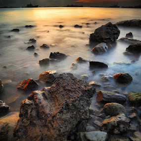 ::. light stone .:; by Echi Amenk Fariza - Landscapes Waterscapes