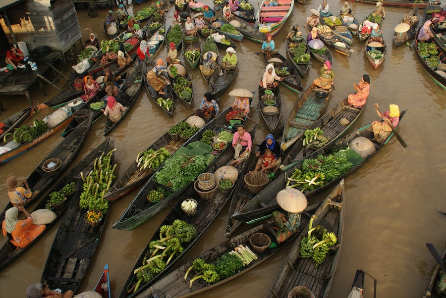 floating market  by Muhammad Fakhriannur - News & Events World Events