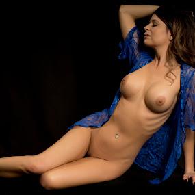 Strike the pose by Kens Yeaglin - Nudes & Boudoir Artistic Nude ( studio, chalriekristine, nude, black backdrop, stobe lights )