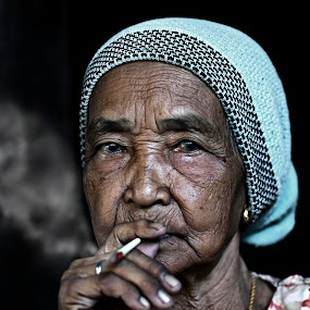 smoker by Mohd Helmie Wahab - People Portraits of Women ( senior citizen )