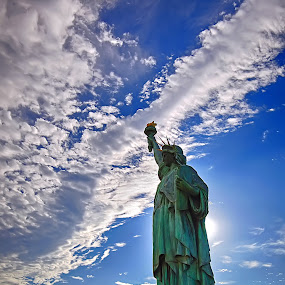replica statue of liberty in Odaiba, tokyo by Ujang Reborn - Buildings & Architecture Statues & Monuments ( statue )