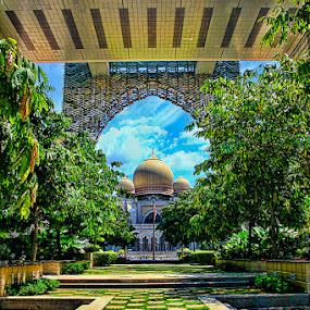 Perspective  by Jacky Photography - Travel Locations Landmarks ( hdr, putrajaya, high court palace, perspective, garden )