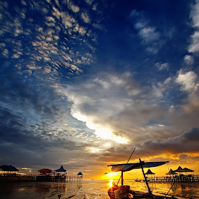 :: Pesona dari ufuk timur :: by Roy Ardy - Landscapes Cloud Formations ( sunsets & sunrise, clouds formation, beach, landscape,  )