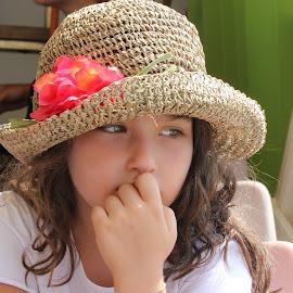 Il cappello di paglia. by Simonetta Zedda - Babies & Children Child Portraits