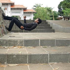 Walking on the wall by Deddy Setiawan - Digital Art People