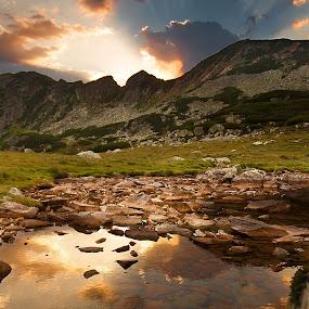 Retezat by Eduard Moise - Landscapes Sunsets & Sunrises ( clouds, ray, mountain, lake, sunrise )