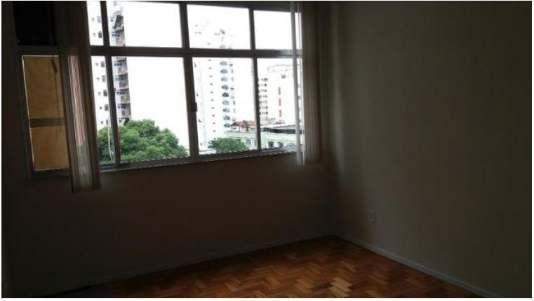 Frente ao Colégio Abel, Apartamento Amplo, Sala 2 Ambientes, Banho, Copa Cozinha, Área, Banho Empregada e 1 Vaga.
