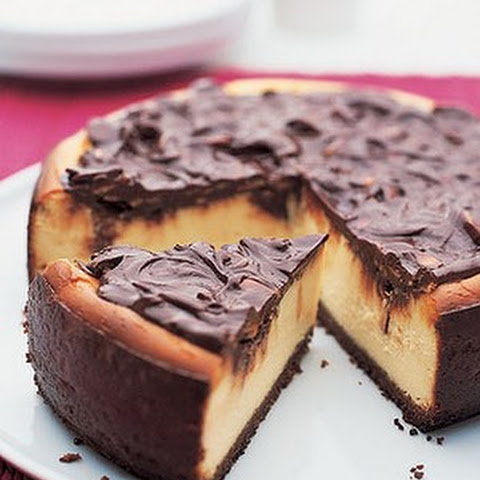 Almond Fudge Cheesecake With Ginger Crust