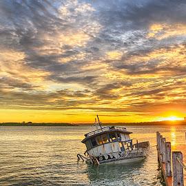 Sunset by Alexandre Carvalho - Landscapes Sunsets & Sunrises ( hdr, sunset, shine, seascape, boat, nikon )