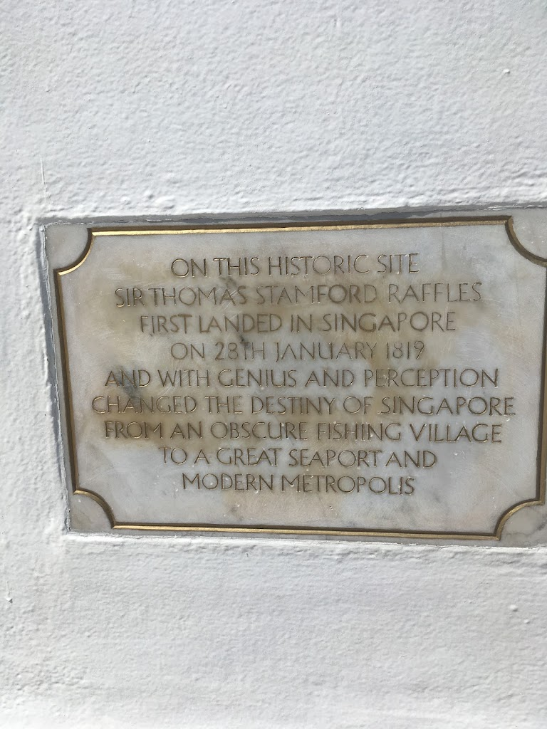 The plaque sit under a large marble statue of Singapore's founder. It sits on the spot where Raffles is believed to have landed in 1819.The plaque reads: On this historic site Sir Thomas Stamford ...