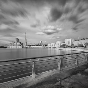 The rush period by Danial Abdullah - Buildings & Architecture Other Exteriors ( putra, putrajaya, buildings, lake, travel, lakeside, architecture )