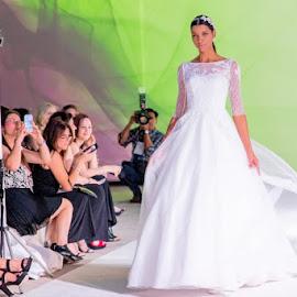 Bridal show by Lucas Strawhorn - People Fashion ( wedding, runway, white, wedding dress, bride )