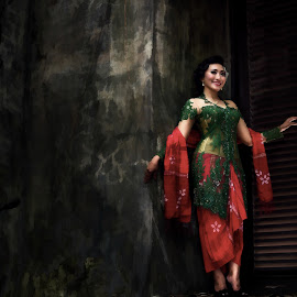 Beautiful girl wherever you are by Safrudin Fathan - People Fashion ( fashion traditional_dress gedung_akar )