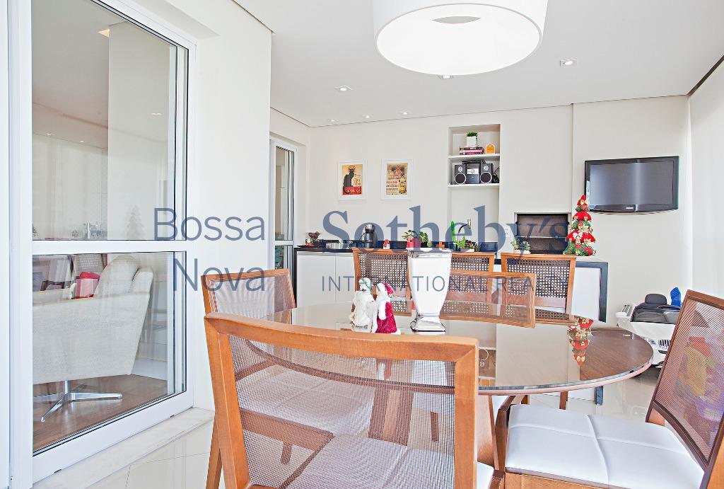 Apartamento com espaço gourmet, ensolarado e funcional