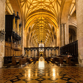 Tewkesbury Abbey. by Simon Page - Buildings & Architecture Places of Worship
