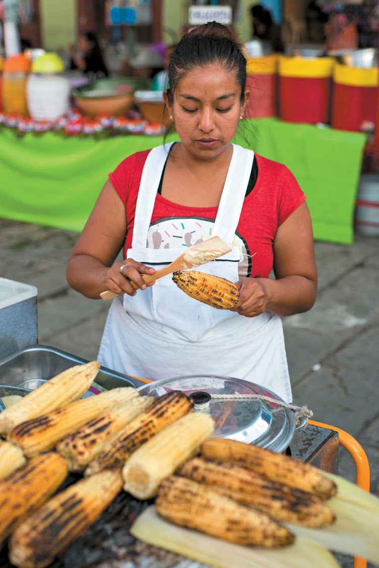A street vendor selling elotes, Mexican braaied mealies