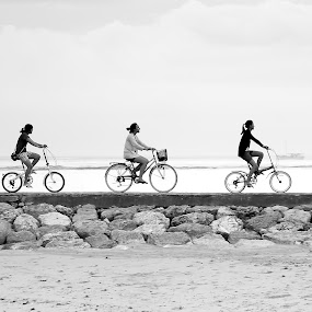 Happy cycling by I Gusti Putu Purnama Jaya - Sports & Fitness Cycling ( adhitz arch, biksudinata, tut bolank, agoes antara, yuditia mendra )