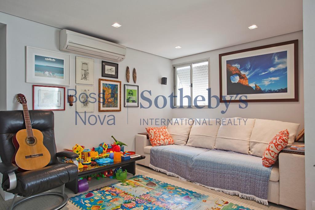 Apartamento reformado moderno, living integrado com a cozinha.