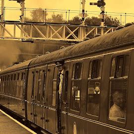 Past    reflections by Gordon Simpson - Transportation Trains
