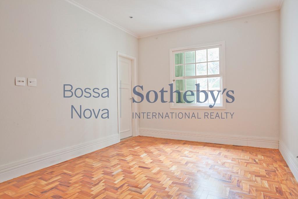 Casa para locação residencial ou comercial em rua tranquila próximo de ótima área comercial.
